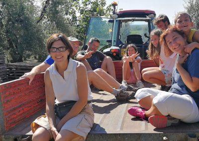 Amici di Civi sul trattore